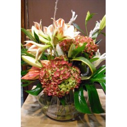 BOLA DE CRISTAL CON AMARILYS, ANTHURIUM, LILIUM Y TRONCO NATURAL