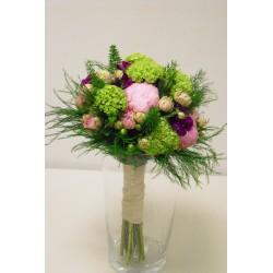 Ramo de novia con peonias, Viburnum y rosas.