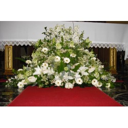 Centro de flor blanca para funeral